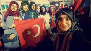 Ak Parti Hendek İlçe Gençlik Kolları Demokrasi Nöbetinde