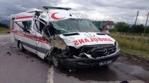 Hendek Tem Bağlantısında Ambulans Kaza Yaptı